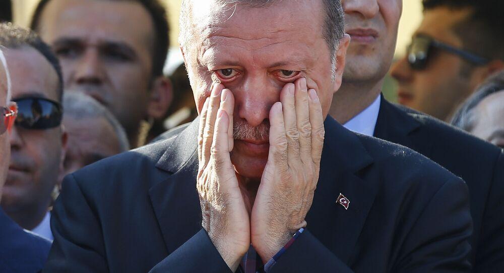 Prezydent Turcji Recep Tayyip Erdogan na pogrzebie w Stambule