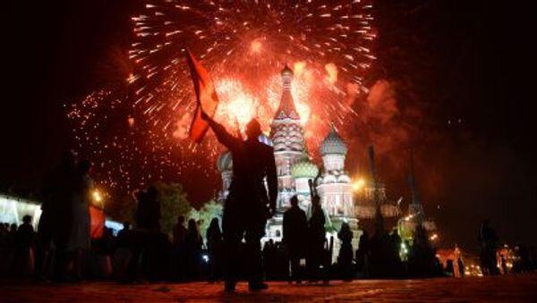 Sztuczne ognie nad Kremlem, 9 maja 2015. - Sputnik Polska