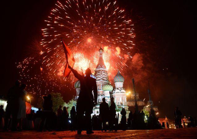 Sztuczne ognie nad Kremlem, 9 maja 2015.