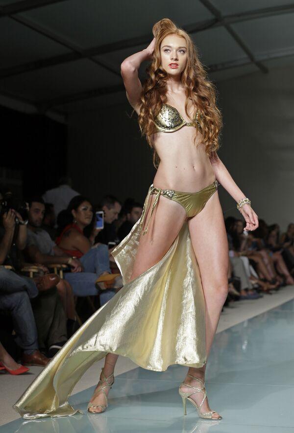 Pokaz kolekcji Cirone Swim podczas Tygodnia Mody Miami Swim Week w Miami Beach, stan Floryda. - Sputnik Polska