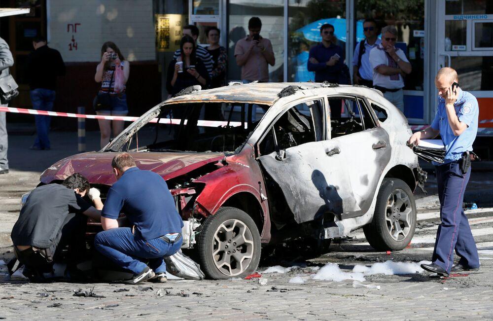 """Szeremet zginął w wyniku eksplozji samochodu należącego do dyrektorki gazety internetowej """"Ukraińska Prawda"""" Alony Prituly, która według danych mediów była żoną zmarłego dziennikarza. Taksówkarz, który był świadkiem wydarzeń, poinformował, że wybuch miał bardzo silną moc."""