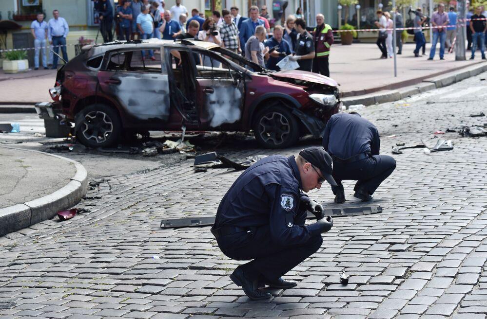 """Świadek opowiedział, że drzwi kierowcy w samochodzie Szeremeta otworzyły się """"z dołu do góry"""", a zderzak odleciał na kilka metrów. Przy czym samochód nie od razu stanął w płomieniach, a świadkowie zdołali wyciągnąć dziennikarza z wnętrza."""