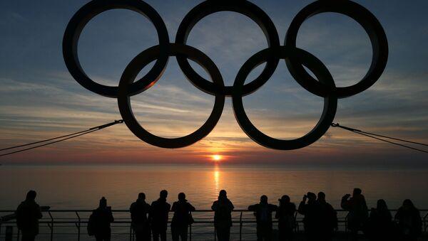 Symbol olimpijski na nabrzeżu w Soczi - Sputnik Polska
