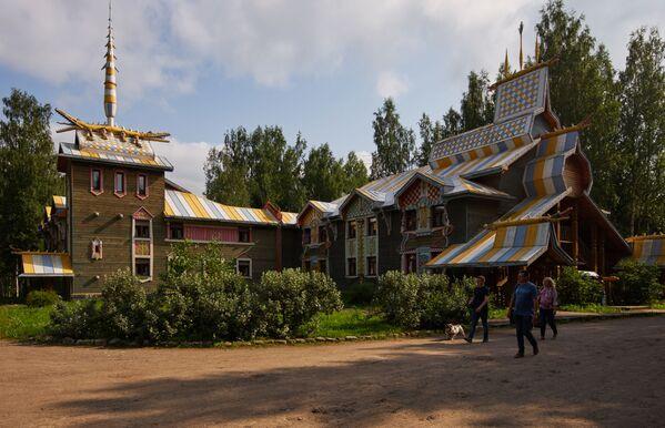 Hotel dla turystów w skansenie Mandrogi w obwodzie leningradzkim. - Sputnik Polska