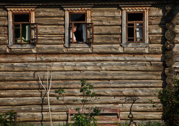 Dziewiętnastowieczne wiejskie domy przewiezione z obwodu archangielskiego do skansenu Mandrogi w obwodzie leningradzkim. - Sputnik Polska