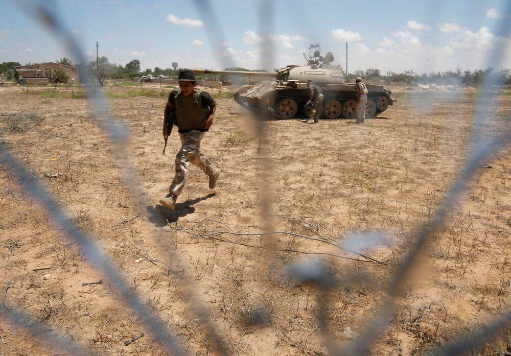 Po dostaniu się na obrzeża miasta żołnierze przez ostatnie kilka tygodni próbują złamać obronę ulokowaną w centrum miasta.