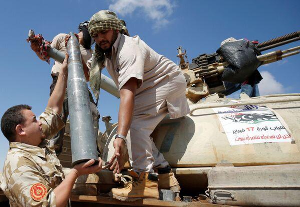 Siły wojskowe złożone są głównie z grup z Misraty, miasta portowego oddalonego o 250 km na północny wschód od Syrty. Formacje z Misraty odegrały wiodącą rolę w powstaniu przeciwko Muammarowi Kaddafiemu w 2011 roku, wtedy to zdobyły doświadczenie i stały się silne. - Sputnik Polska