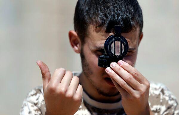 Państwo Islamskie przejęło kontrolę nad Syrtą – rodzinnym miastem Kaddafiego – w ubiegłym roku. Grupy militarne przekształciły miasto w swój północnoafrykański bastion, rozciągając swoją kontrolę wzdłuż 250 km linii granicznej Libii. - Sputnik Polska