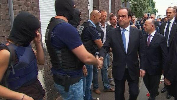 Francois Hollande w Saint-Étienne-du-Rouvray - Sputnik Polska