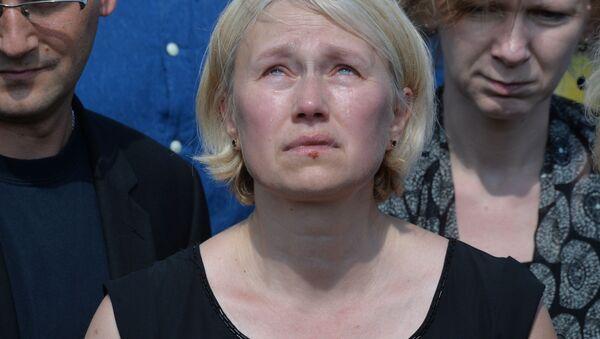Szefowa Ukraińskiej Prawdy Ołena Prytuła podczas pogrzebu dziennikarza Pawła Szeremeta - Sputnik Polska
