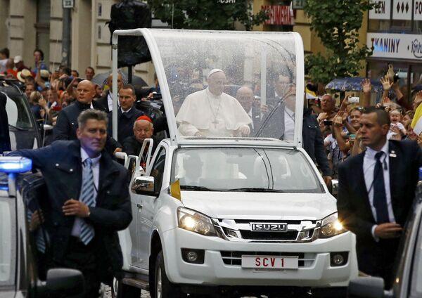 Papież przejeżdża ulicami Krakowa - Sputnik Polska