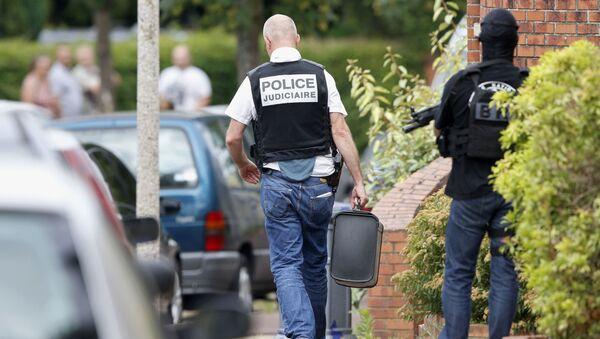 Francuscy śledczy i policja w pobliżu kościoła w mieście Saint-Étienne-du-Rouvray, który został zaatakowany - Sputnik Polska