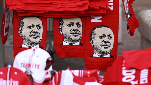 Szaliki z wizerunkiem tureckiego prezydenta Erdogana - Sputnik Polska