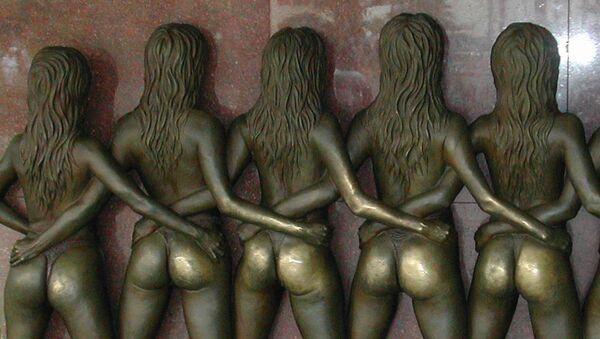 Dziewczyny koło hotelu Riviera w Las Vegas (USA). - Sputnik Polska