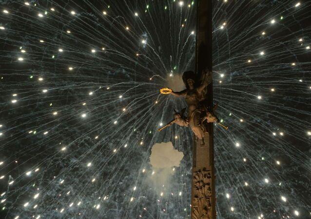 Pokaz sztucznych ogni w Moskwie, Widok z Pokłonnej Góry, Moskwa, 9 maja 2015.