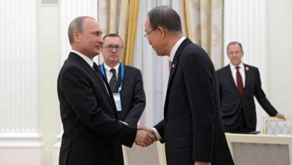 Prezydent Rosji Władimir Putin i sekretarz generalny ONZ Ban Ki-moon - Sputnik Polska
