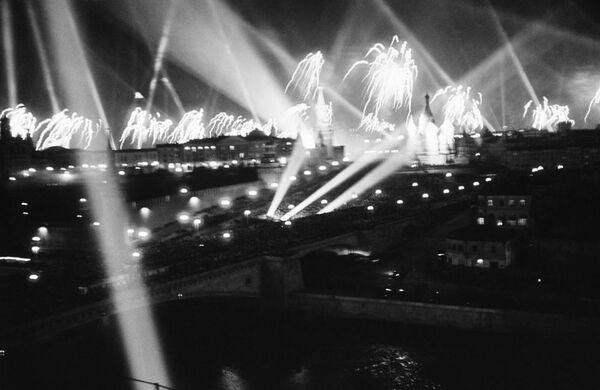 Sztuczne ognie  9 maja 1945 - Sputnik Polska