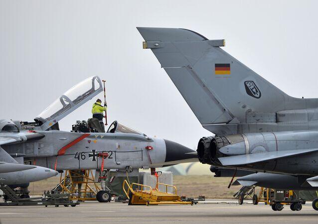 Samoloty Tornado niemieckich sił lotniczych w bazie lotniczej Incirlik w Turcji