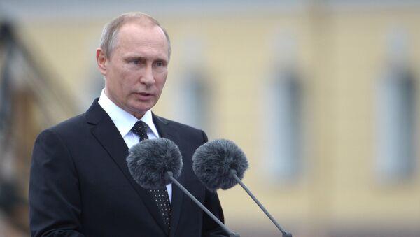 Prezydent Rosji Władimir Putin podczas uroczystości z okazji Dnia Marynarki Wojennej w Petersburgu - Sputnik Polska