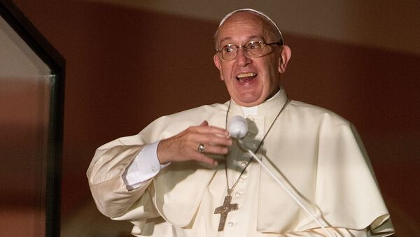 Papież Franciszek w Oknie Papieskim na Franciszkańskiej 3 w Domu Arcybiskupów w Krakowie - Sputnik Polska