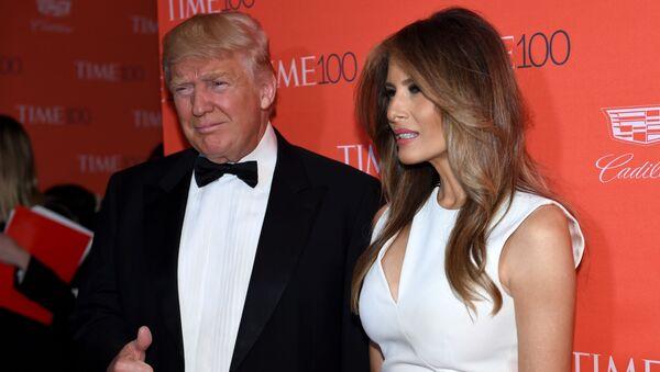 Kandydat na prezydenta USA z ramienia partii republikańskiej Donald Trump z zoną Melanią - Sputnik Polska