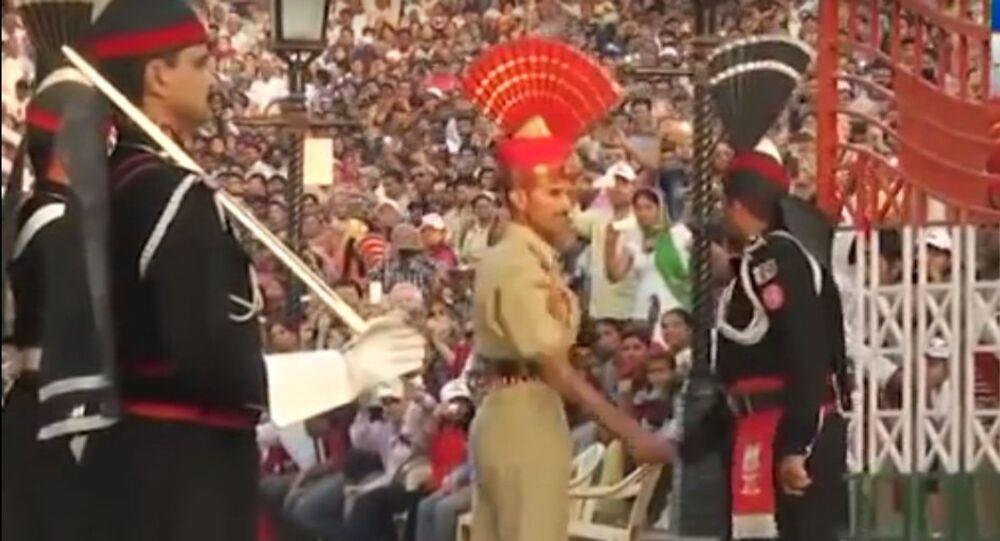 Ceremonia zamknięcia granicy między Indiami i Pakistanem