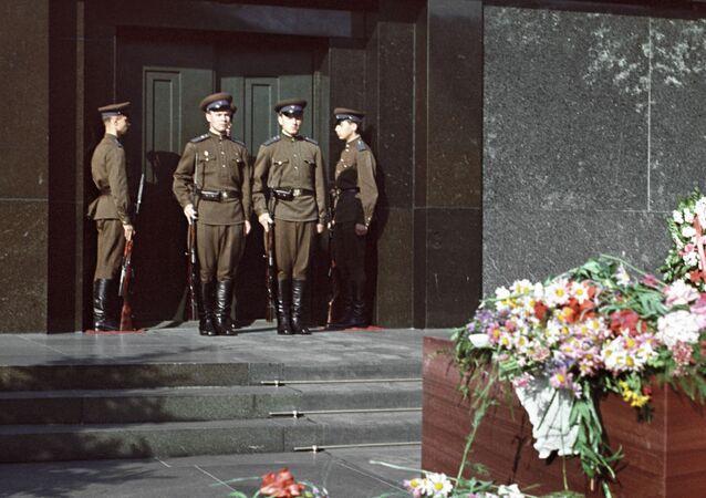 Mauzoleum Lenina na Placu Czerwonym.