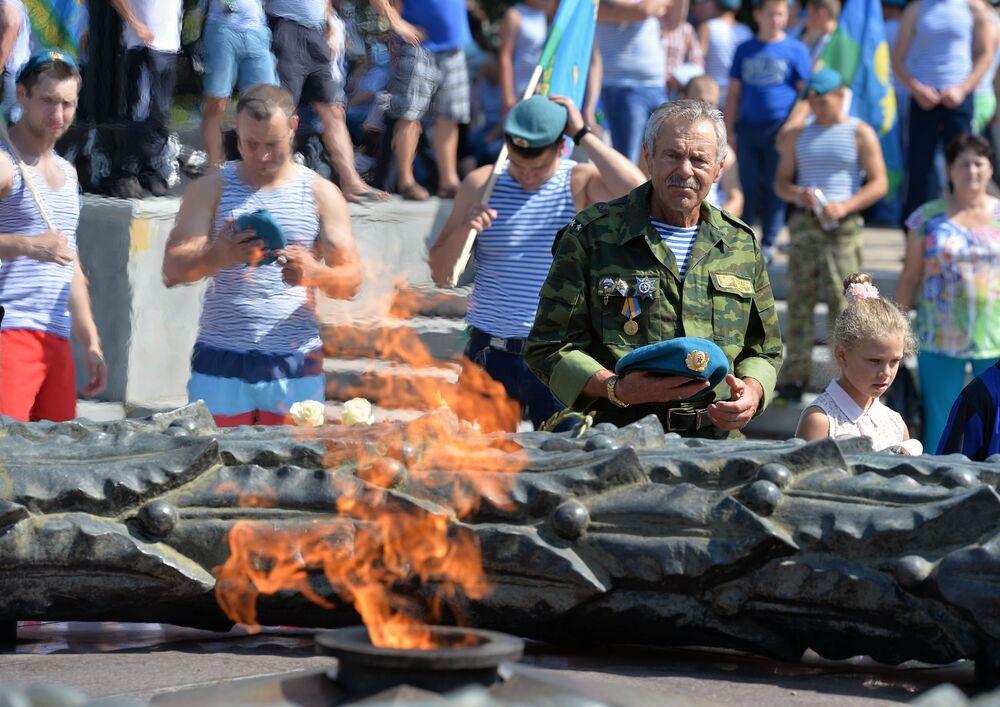 Uroczystości podczas obchodów Dnia Wojsk Powietrzno-Desantowych w Czelabińsku.