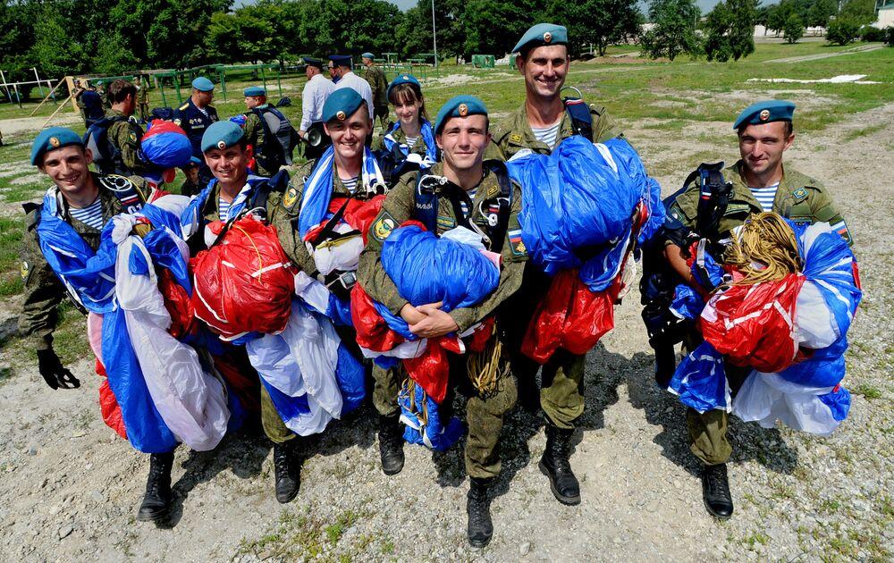 Obchody Dnia Wojsk Powietrzno-Desantowych w 83 brygadzie Wojsk Powietrzno-Desantowych w Ussuryjsku.