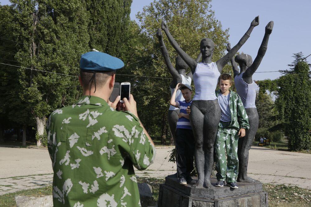 Obchody Dnia Wojsk Powietrzno-Desantowych w Symferopolu.