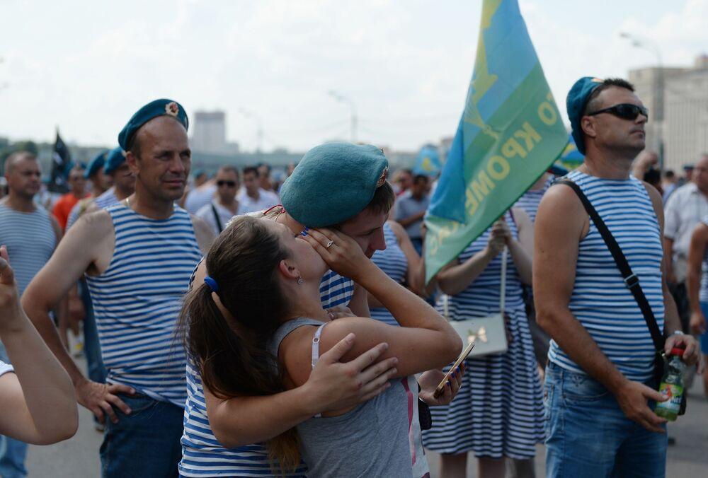 Świętowanie Dnia Wojsk Powietrzno-Desantowychw Moskwie.