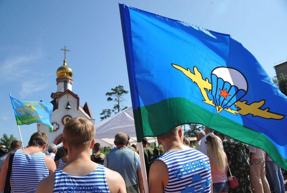 Modlitwa w Dzień Wojsk Powietrzno-Desantowych w rosyjskim mieście Czyta.