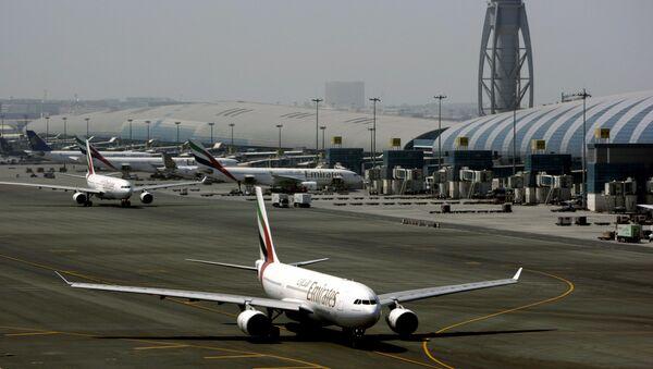 Samolot linii Emirates na lotnisku w Dubaju - Sputnik Polska