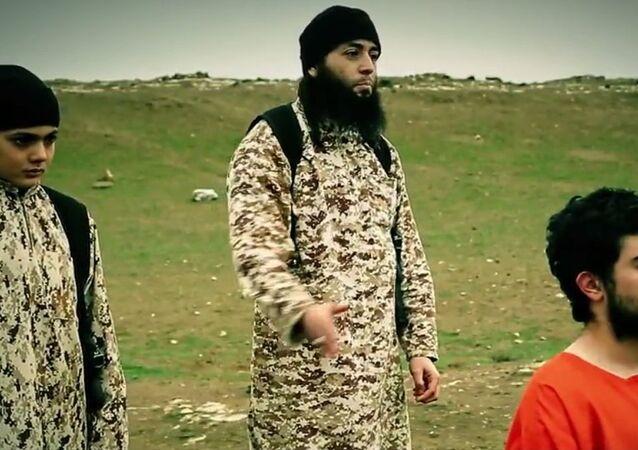 Dziecko wykonujące egzekucję, screen z wideo ugrupowania terrorystycznego PI