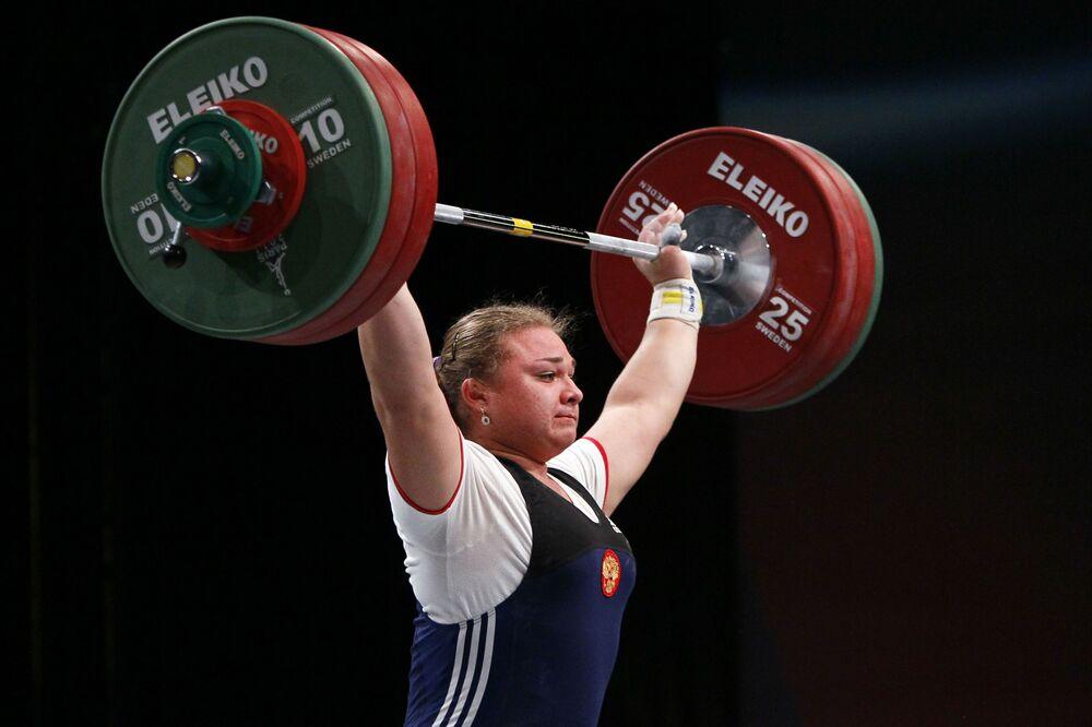 Od udziału w Olimpiadzie odsunięto wszystkich rosyjskich sztangistów, wśród nich faworytkę do medalu, czterokrotną mistrzynię świata  Tatjanę Kaszyrinę.