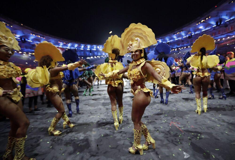 Tancerki podczas ceremonii otwarcia Igrzysk Olimpijskich 2016 w Rio de Janeiro