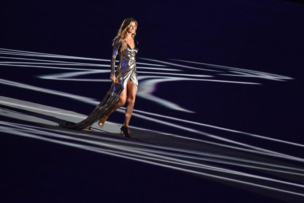 Brazylijska modelka Gisele Bündchen podczas ceremonii otwarcia Igrzysk Olimpijskich 2016 w Rio de Janeiro