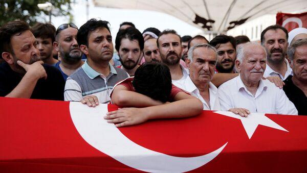 Pogrzeb jednaj z ofiar nieudanego puczu wojskowego w Turcji - Sputnik Polska