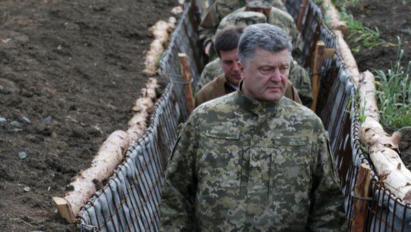 Prezydent Ukrainy Petro Poroszenko z wizytą w obwodzie donieckim - Sputnik Polska