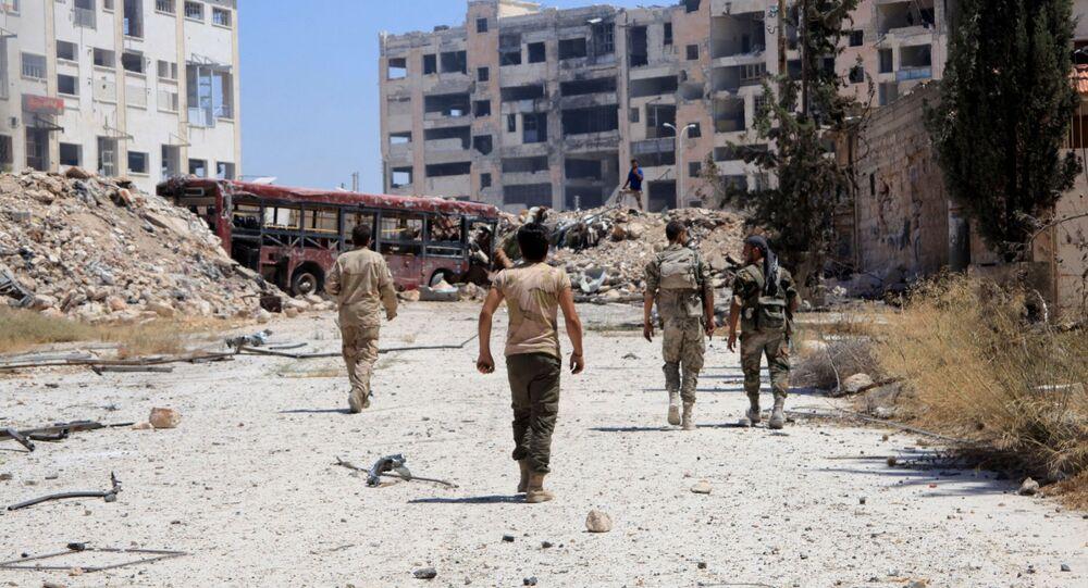 Żołnierze syryjskiej armii w dzielnicy Leramun na przedmieściach Aleppo