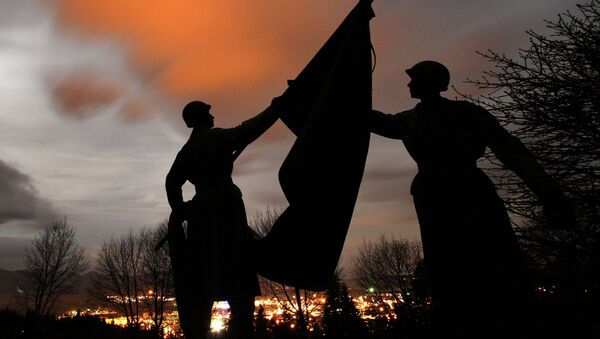 Posągi żołnierzy na cmentarzu Armii Czerwonej (Słowacja) - Sputnik Polska