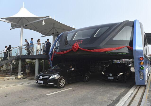 Testy autobusu nadziemnego Transit elevated bus TEB-1 w Chinach