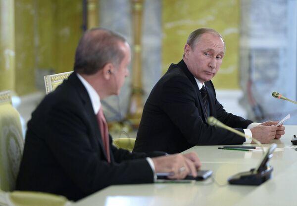 Prezydent Turcji Recep Tayyip Erdogan i prezydent Rosji Władimir Putin na konferencji prasowej w Petersburgu - Sputnik Polska