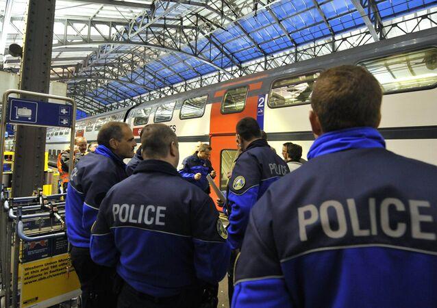 Uzbrojony mężczyzna zaatakował pasażerów pociągu w Szwajcarii