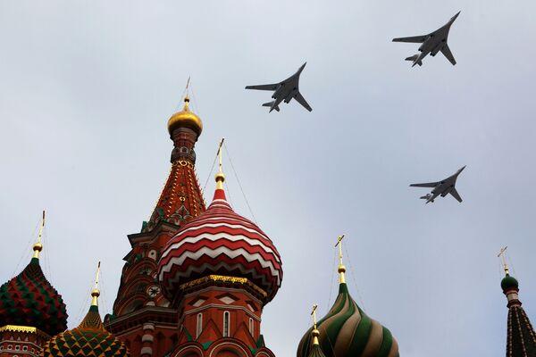 Tu-160 – radziecki i rosyjski turboodrzutowy ponaddźwiękowy bombowiec strategiczny o zmiennej geometrii skrzydeł. Jest to najcięższy samolot bojowy świata. Obok Tu-95 stanowi podstawowe uzbrojenie rosyjskiego lotnictwa strategicznego. - Sputnik Polska