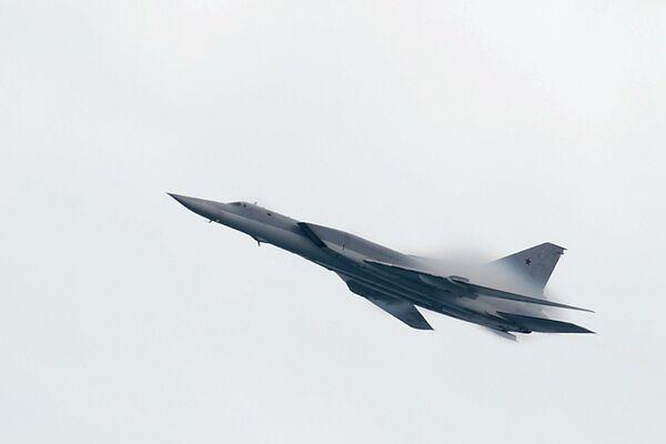 Tu-22M3 - rosyjski naddźwiękowe bombowiec. Został on zaprojektowany specjalnie do przewozu na pokładzie dużej liczby pocisków manewrujących dalekiego zasięgu, przeznaczonych do rażenia okrętów. Ostatnio jest wykorzystany przez Rosję do ataków w Syrii. - Sputnik Polska
