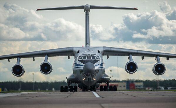 Ił-76 - 4-silnikowy odrzutowy radziecki samolot transportowy. Jest jednym z najpopularniejszych samolotów transportowych. Samoloty o nazwie MF są przedłużoną wersją wojskową, a TF - wersją cywilną. - Sputnik Polska