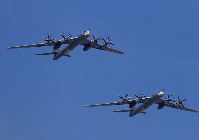 Tu-95MS jest wersją Tu-95, radzieckiego strategicznego samolotu bombowego dalekiego zasięgu.