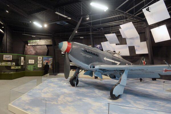 Jak-9 – radziecki samolot myśliwski z czasów drugiej wojny światowej. Był najliczniejszym modelem rodziny myśliwców Jak, produkowanym w licznych różniących się wersjach w latach 1942–1948, w łącznej liczbie 16 769 sztuk. - Sputnik Polska
