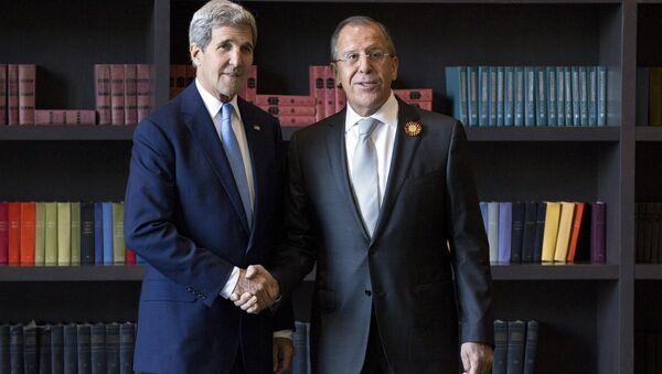 Sekretarz stanu USA John Kerry i szef MSZ Rosji Siergiej Ławrow w Soczi - Sputnik Polska
